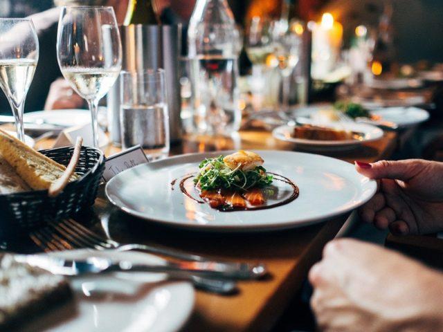 https://thecapeandislands.com/wp-content/uploads/2021/04/Best-Restaurants-in-Falmouth-Ma-640x480.jpg