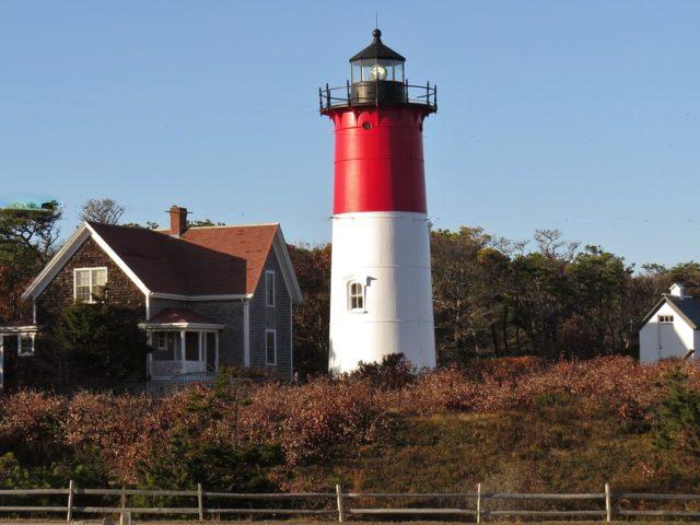 https://thecapeandislands.com/wp-content/uploads/2021/06/Summer-vacation-on-Cape-Cod_Main-Image-640x480.jpg